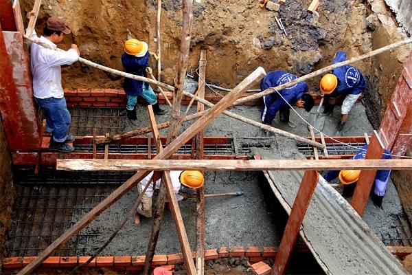Dịch vụ xây nhà quận 12 vào mùa mưa cần chú ý bảo quản nguyên vật liệu